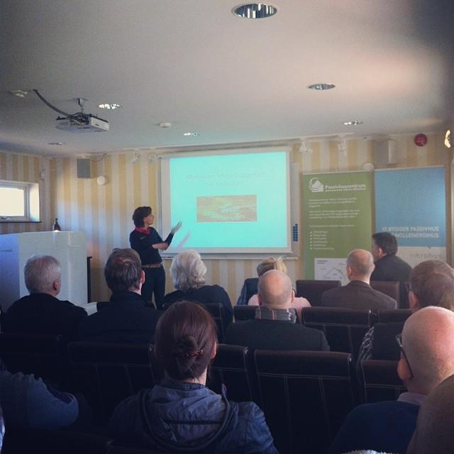 Nästa talare är Anna från Kallfors Golfklubb! #kallfors #passivhuskonferens #emrahus #södertälje