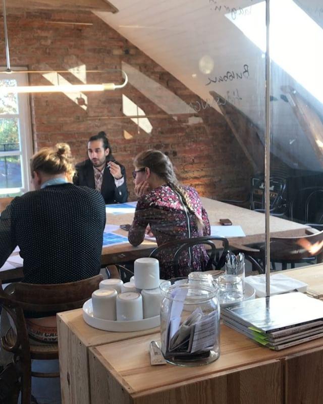 Sol, fredag och många spännande projekt på bordet just nu. Bättre kan det ju knappast bli?