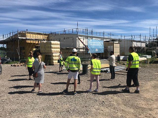 Idag åkte vi allihopa ut till Mörarp för ett platsbesök på ett av våra Emrahem. Detta är ett 1-plansboende som kommer stå klart i höst!